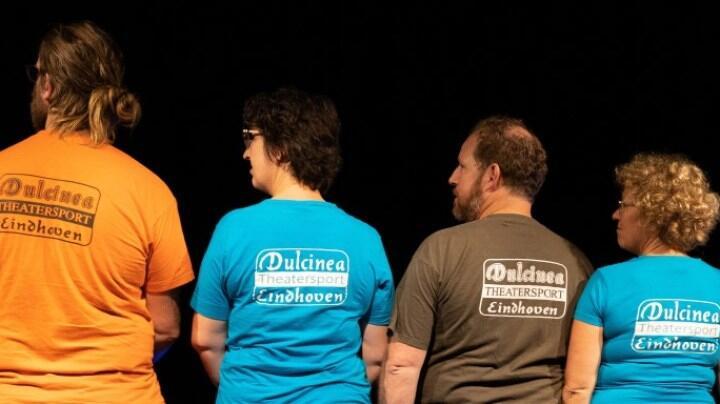 Dulcinea speelt improvisatie-theater DE VLOER OP