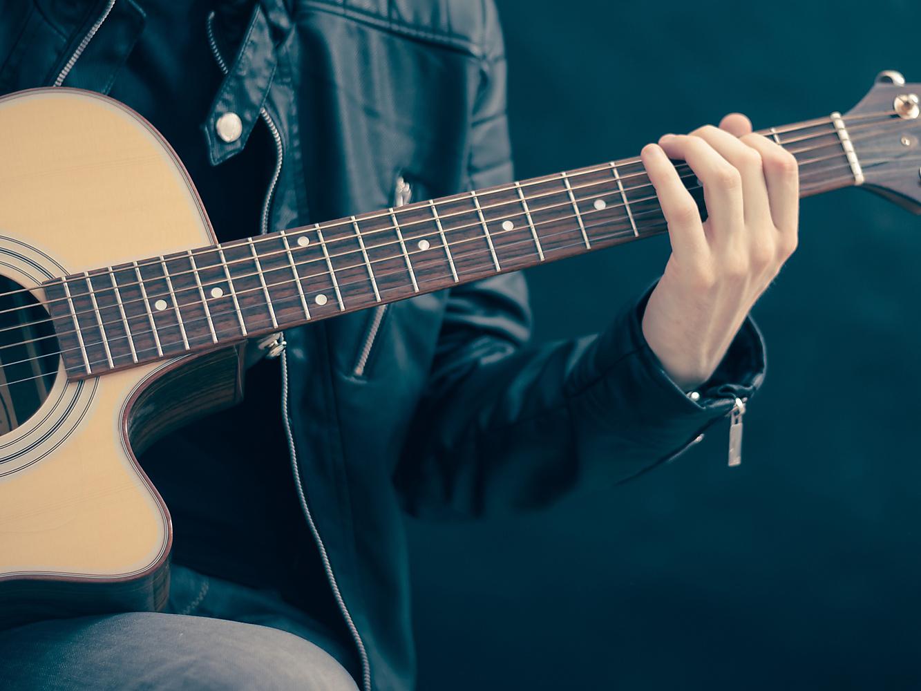 Nieuwe training voor leerkrachten: gitaarbegeleiding bij kinderliedjes